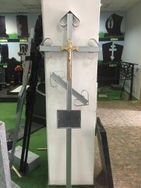 Крест на кладбище оцинкованный